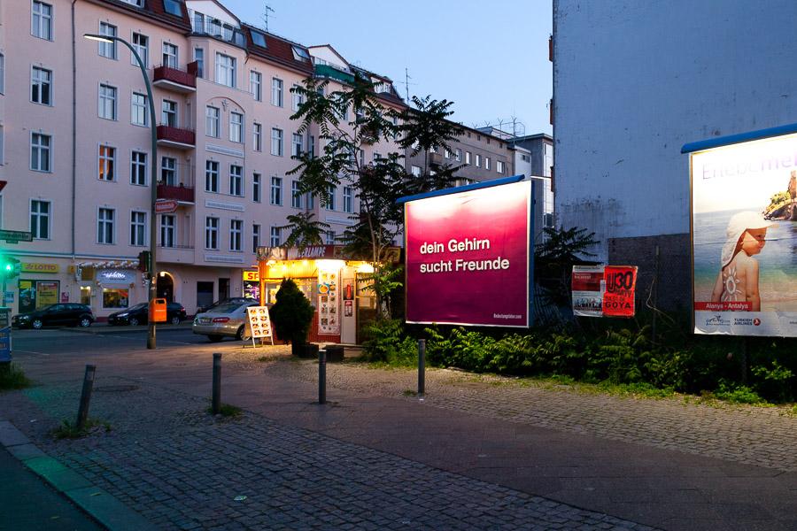 Your Brain is Looking for Friends (Eisenacher Straße / Grunewaldstraße)