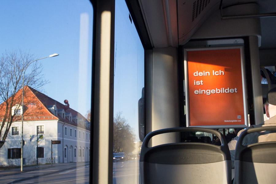Plakat in Bussen der INVG Ingolstadt: dein Ich ist eingebildet