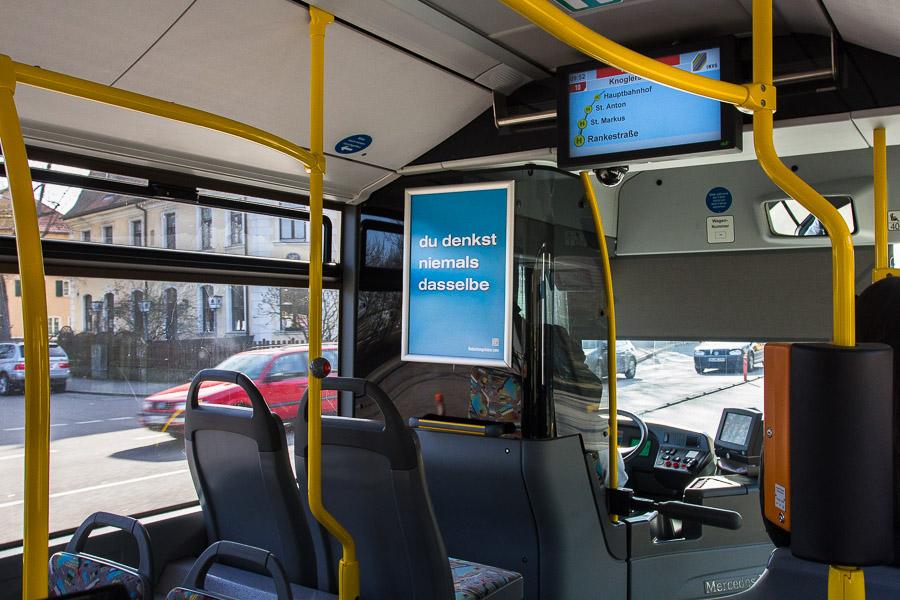 Plakat in Bussen der INVG Ingolstadt: du denkst niemals dasselbe